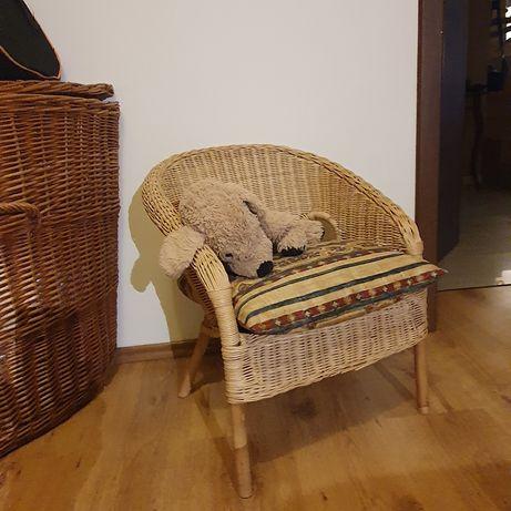 Fotelik wiklinowy IKEA dla królewny
