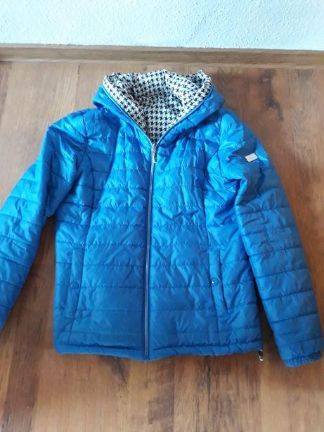 Piękna niebieska kurtka wiosenna