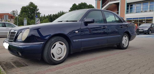 Mercedes E 210