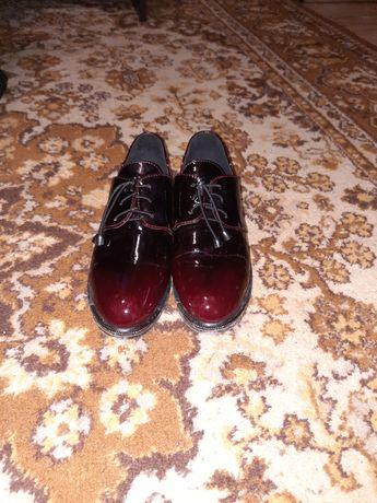 Чешки, різінові чоботи, шльопки, кросівки