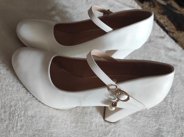Белые/свадебные туфли