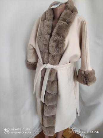 Пальто з еко хутра