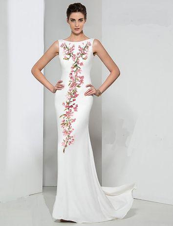 Suknia z haftem jest poślubna