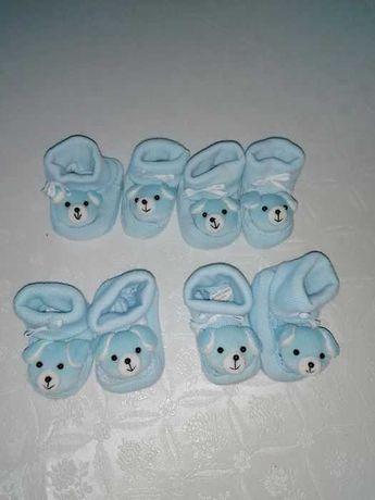 Botinhas de bebé menino com cãezinhos muito quentinhas