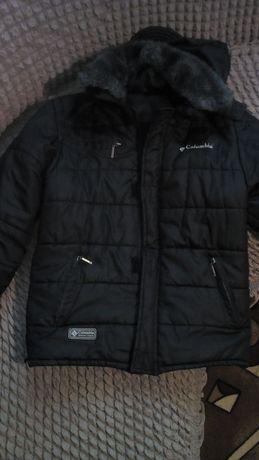 Куртка на мальчика 500 руб.