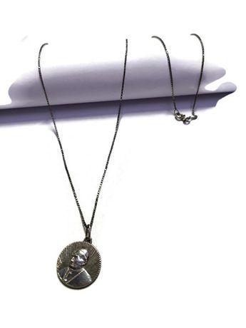 Wyrób jubilerski używany-łańcuszek srebrny z zawieszką papież 925/5,28