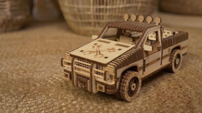 ПРОДАМ! Деревяный конструктор грузовик-пикап,