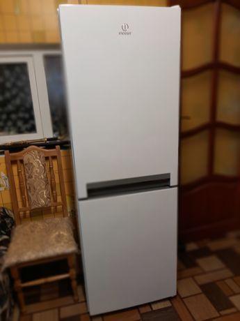 Новый двухкамерный холодильник Indesit L17 S1 W