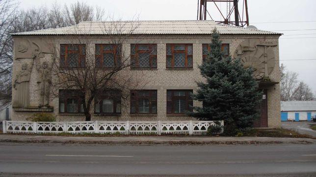 Частина нежитлових приміщеньта гаражу, Кегичівка, вул. 1 Травня, 11