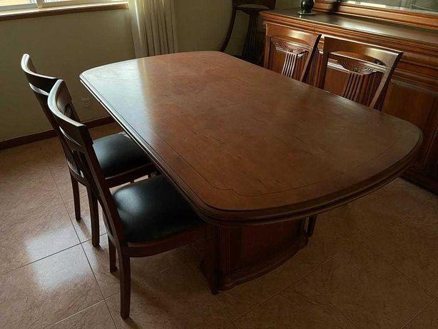 Mesa e cadeiras sala de jantar