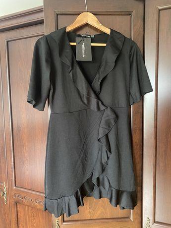 Sukienka PrettyLittleThing mała czarna falbany
