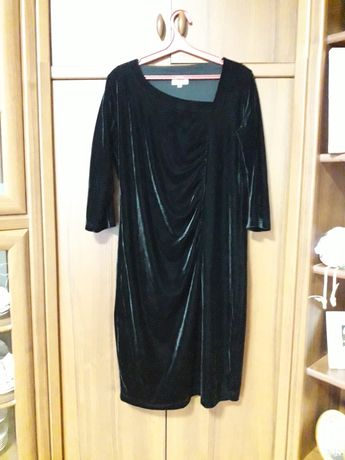 Платье нарядное, под бархат стреч, с полиэстэром. 50-52,черное