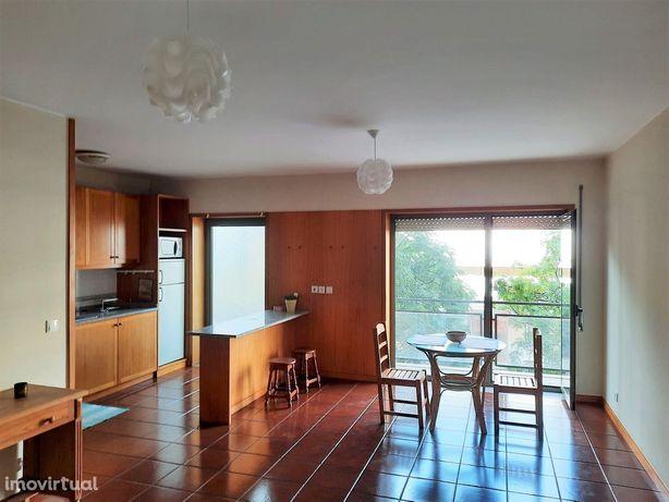 Apartamento T1 mobilado em São Victor.