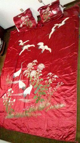 Colcha de noiva chinesa, em seda bordada a matiz de seda - séc. XIX