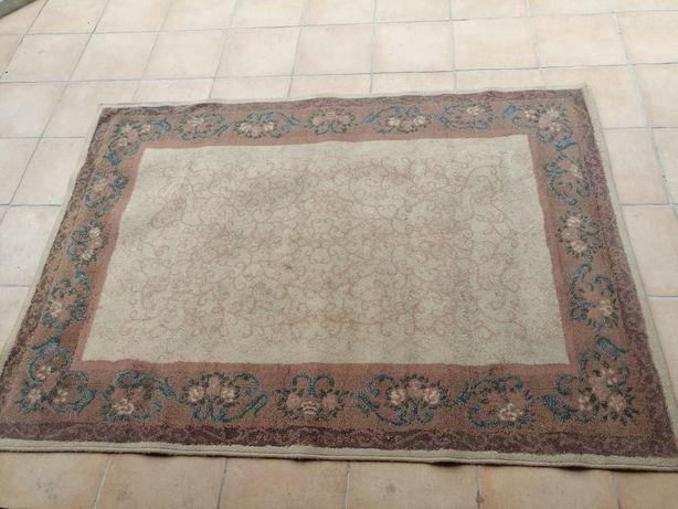 Carpete grande estilo antigo