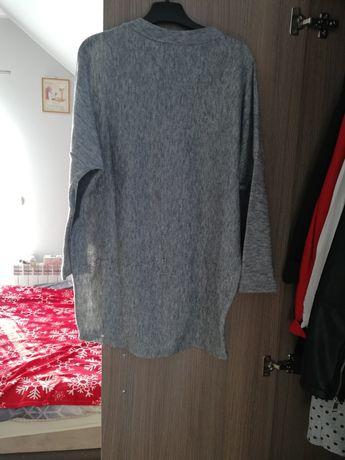 Sweter w kolorze szarym