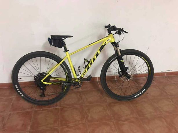 Vendo bicicleta Scott Scale 980 tamanho (M), com menos de 200 km