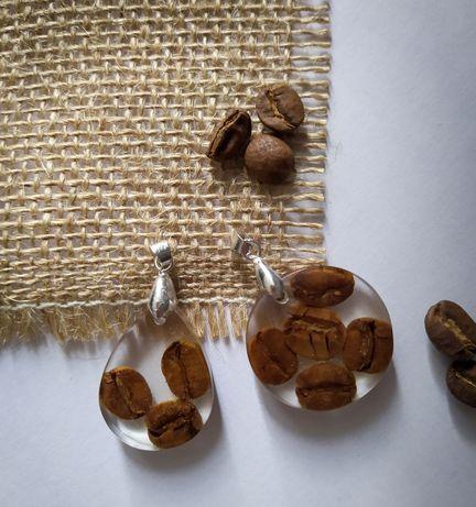 Zawieszki z ziarenkami kawy w żywicy epoksydowej