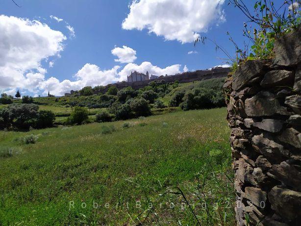 O sítio único e paradisíaco quinta com ruína para reconstruir Monsaraz