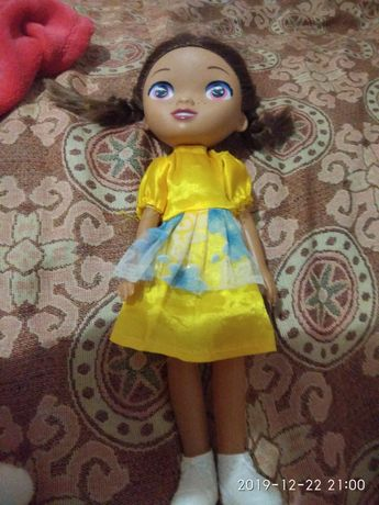 Інтерактивна лялька співає