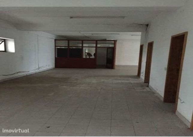 Espaço Comercial com 209.36 m2 perto do centro de Vila das Aves