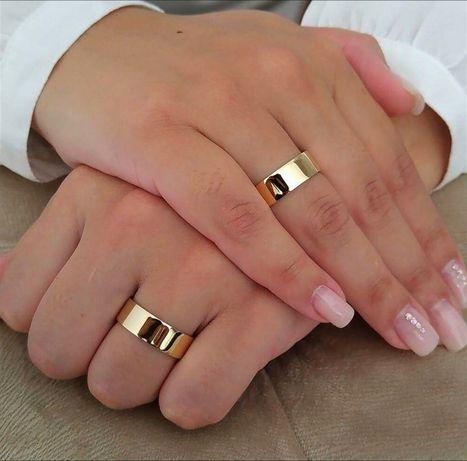 Elegancka Para Płaskich Złotych Obrączek Ślubnych