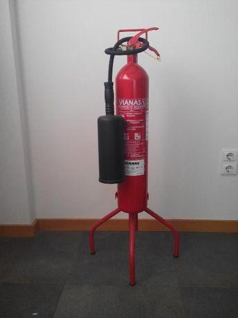 Suporte Tripé P/Extintor 5 kgs.