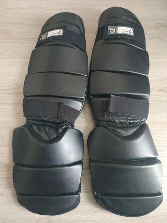 Продам щитки для карате,боксерские перчатки.