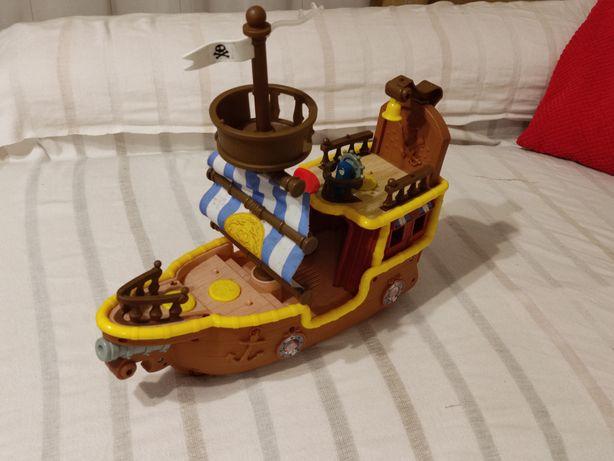 Barco pirata de criança