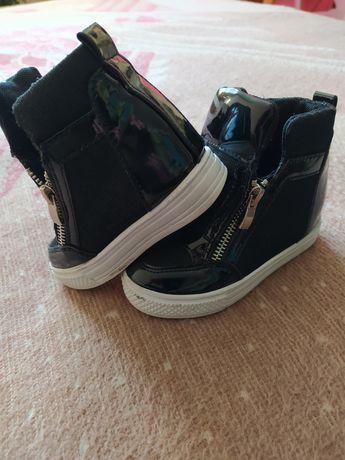 Дитячі лакові напів-кросівки