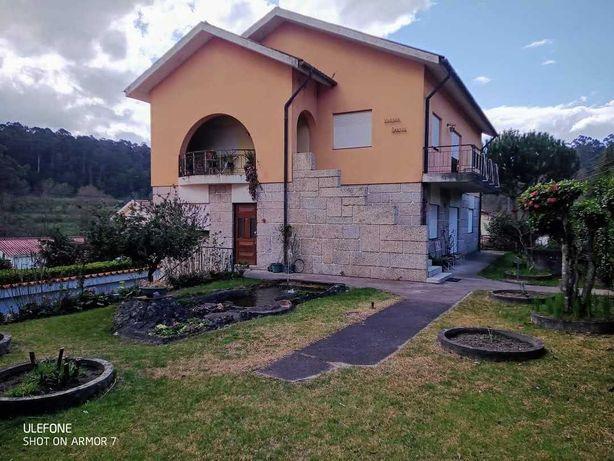 Moradia c/ 2 apartamentos T3 em Vila Meã
