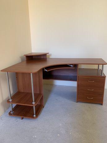 Стол офисный под компьютер