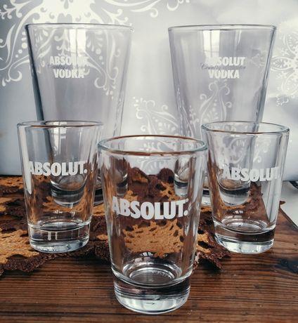 Легендарные фирменные бокалы и рюмки бренда Absolut vodka.