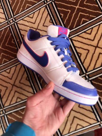 Кросівки Nike 38,5 розмір, оригінал привезені з Америки