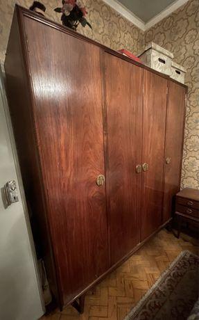 Armário roupeiro antigo em mogno