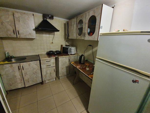 Пропоную 2 кімнати в будинку, є місце під автомобіль.
