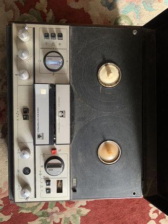 Бобинный магнитофон «Маяк».