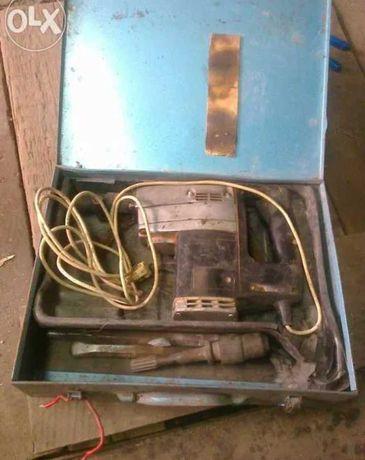 Młot wyburzeniowy, elektryczny z przejściem, firma CELMA