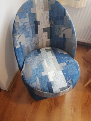 4 fotele, odcień niebieskiego