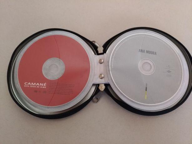 Caixa com lote de 14 CDs de Fado