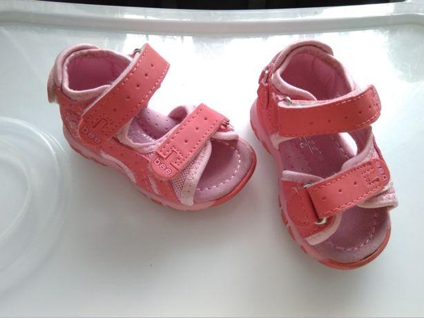 Sandałki dziecięce r.18 dwie pary