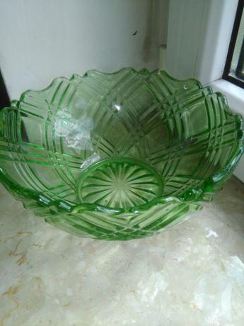 Zielona szklana misa