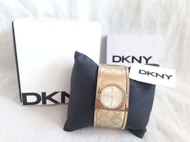 DKNY часы+документы+родная коробка, 100% оригинал. Рабочие