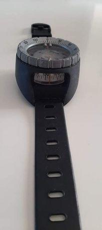 Relógio bússola aquática