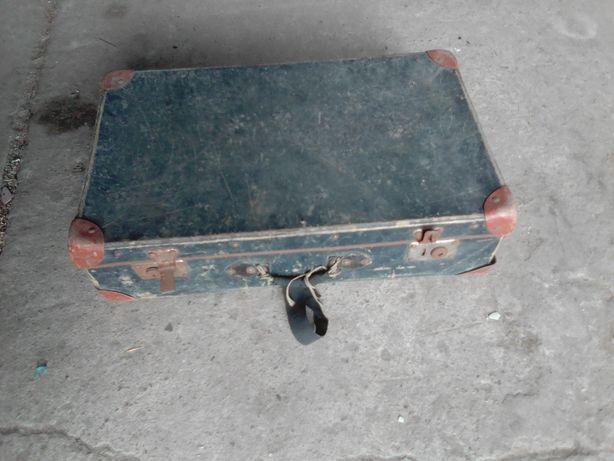 Stary kuferek walizka