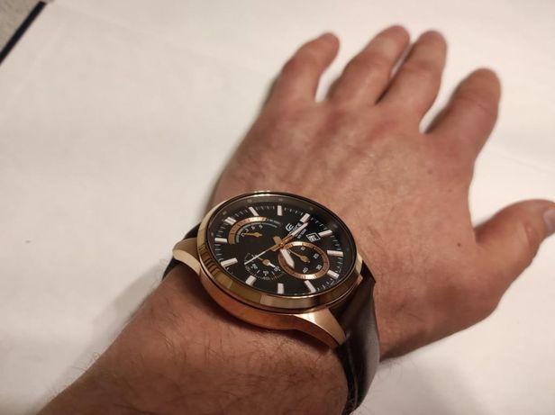 В хорошем состоянии мужские часы Casio