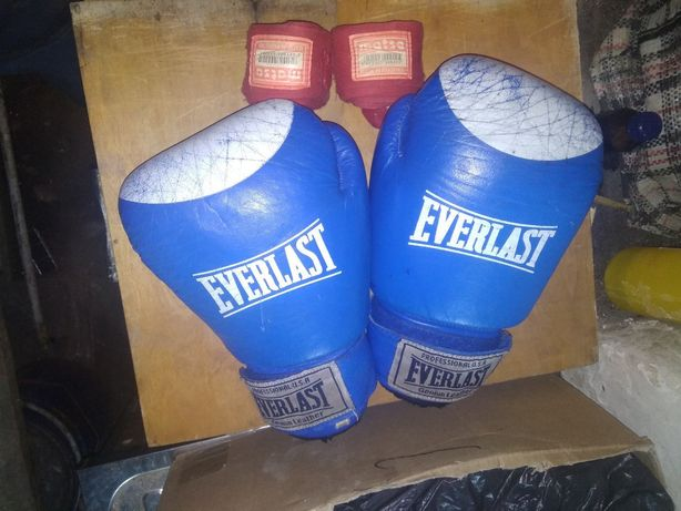 Боксерські рукавиці everlast з бинтами