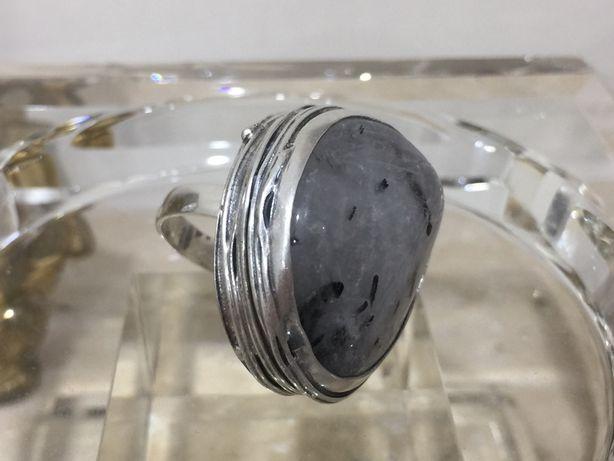 Stary srebrny pierscionek