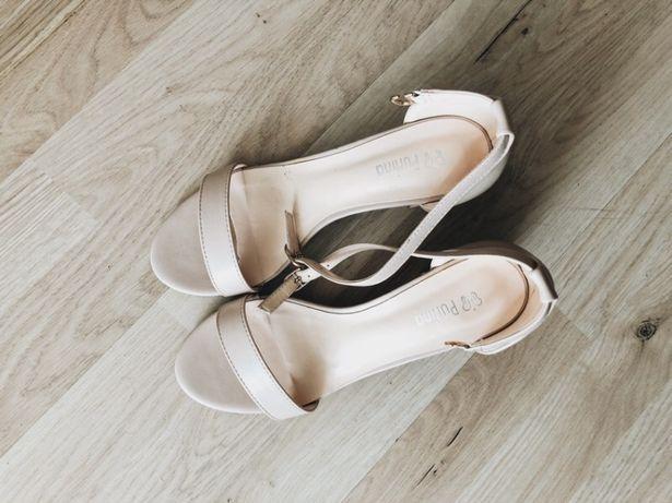 Buty sandały na obcasie wiosna lato beżowe