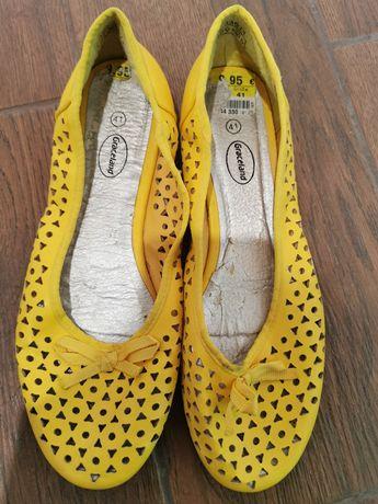 Продам летнию обувь